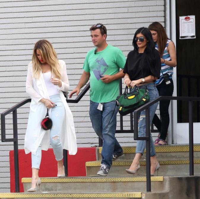 Kourtney Kardashian : Face à sa famille, elle tente de faire bonne figure !