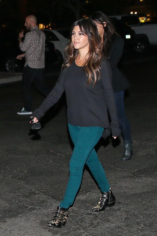 Kourtney Kardashian partage une soirée entre amis à Calabasas le 25 septembre 2013