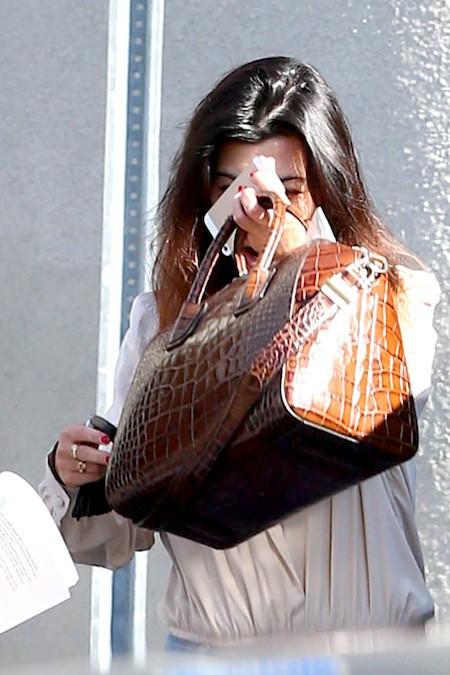 Photos : Kourtney Kardashian : la bouche ouverte et sans maquillage, la starlette est tout de même moins attirante…