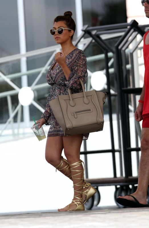 Kourtney Kardashian sortant de son hôtel à Miami, le 20 septembre 2012.