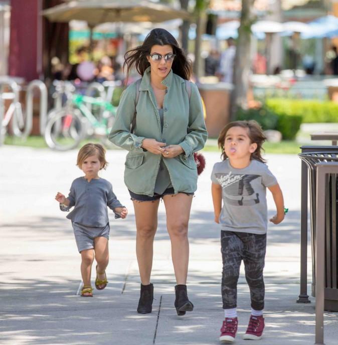 Kourtney Kardashian : maman stylée mais surtout comblée !