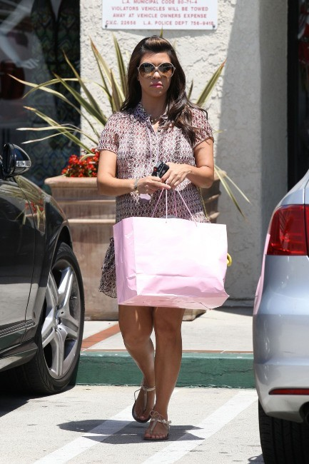 Kourtney Kardashian faisant du shopping à Woodland Hills, le 29 mai 2012.