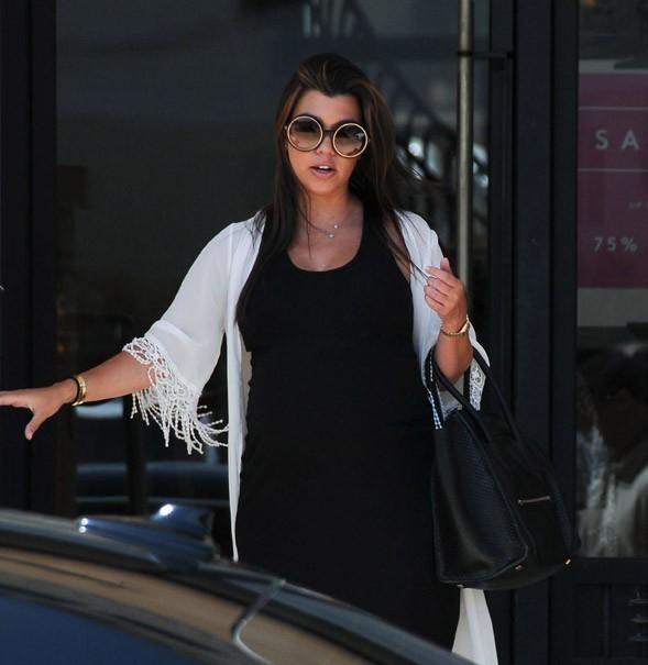 Kourtney Kardashian en sortie shopping avec sa maman à Los Angeles le 5 juillet 2012