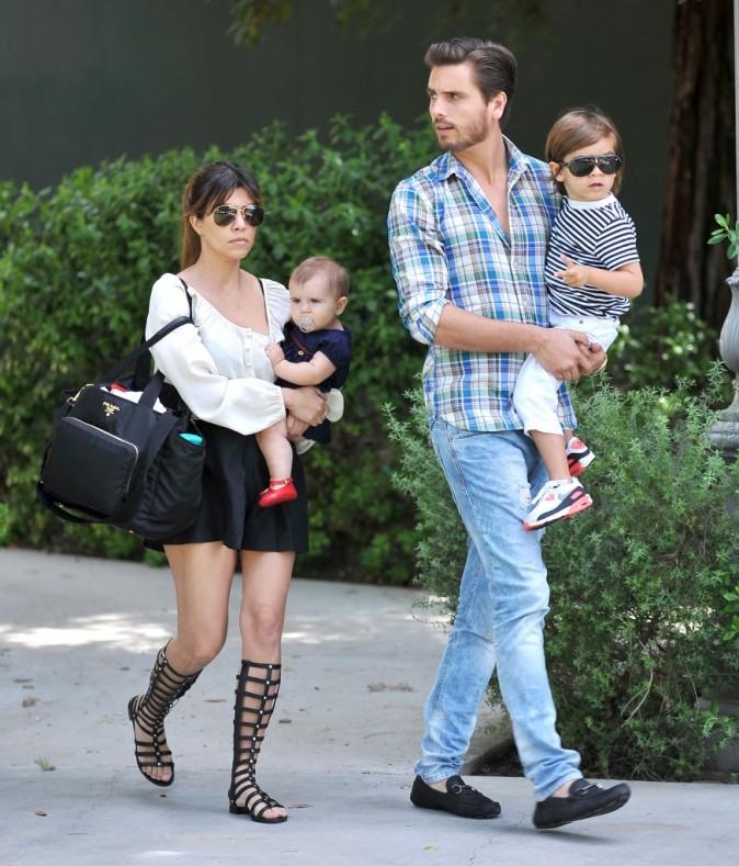Kourtney Kardashian en famille pour aller déjeuner à Calabasas, le 7 avril 2013.
