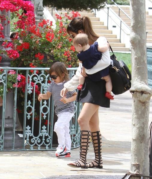 Kourtney Kardashian en famille pour se rendre à la messe à Sherman Oaks, le 7 avril 2013.