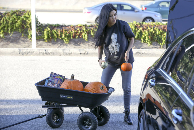 Photos : Kourtney Kardashian : premier Halloween sans Scott...