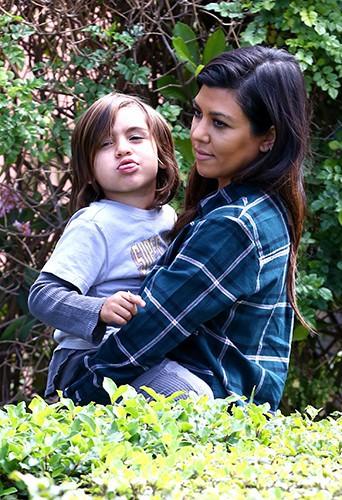 Kourtney Kardashian et son fils Mason à Los Angeles le 21 mars 2014