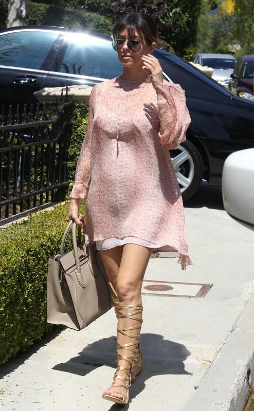 Kourtney Kardashian se rendant chez sa soeur Kim à Beverly Hills, le 3 avril 2013.