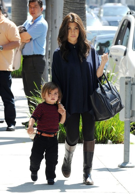 Kourtney Kardashian et son fils Mason à Los Angeles, le 21 mars 2012.