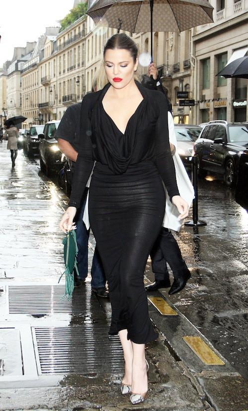Khloé Kardashian rejoint ses soeurs pour un dîner en famille