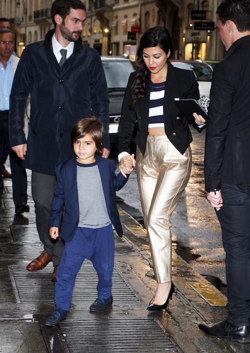 Kourtney Kardashian, et son fils Mason, rejoint ses soeurs pour un dîner en famille