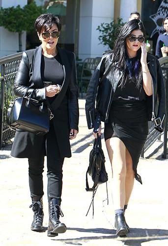Kris et Kylie Jenner à Calabasas le 14 octobre 2013