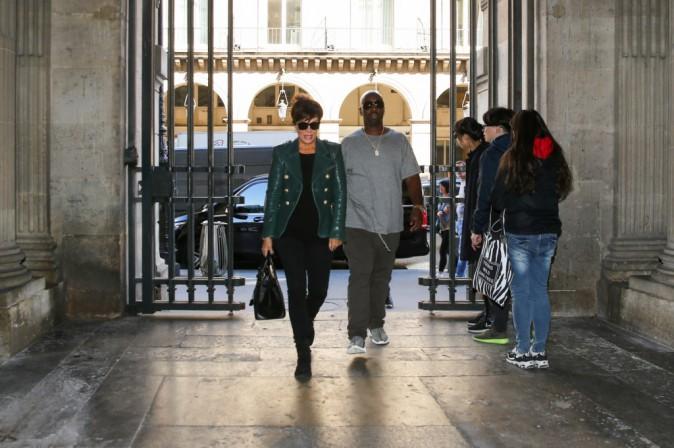 Kris Jenner et Corey Gamble à Paris le 30 septembre 2015