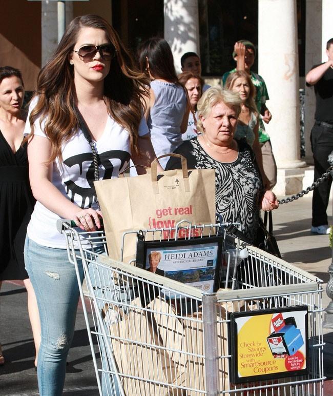 Khloé Kardashian à Calabasas le 18 juin 2013