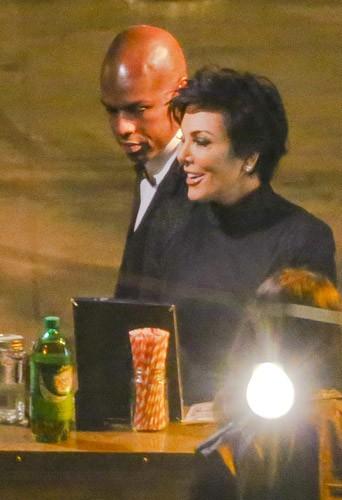 Photos : Kris Jenner : la jeune divorcée et son toy boy s'offrent un mariage VIP !