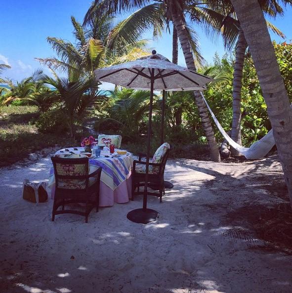 Kris Jenner, Mélanie Griffith et Dakota Johnson : le clan des célibataires en vacances à Cancun !