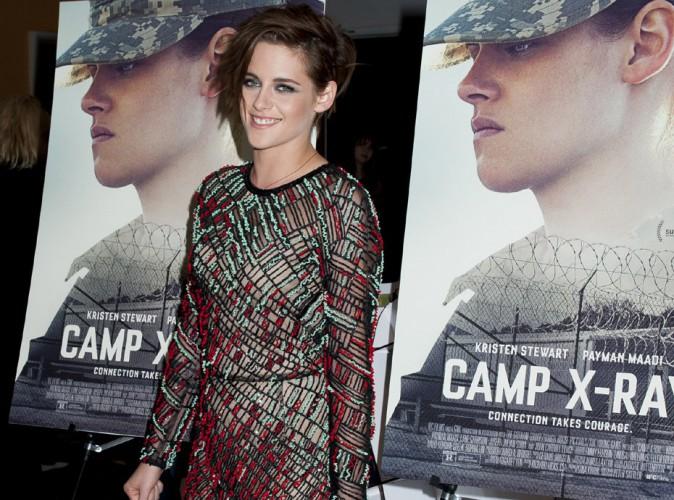 """Kristen Stewart : audacieuse, elle ose la robe transparente pour l'avant-première de """"Camp X-Ray""""  !"""