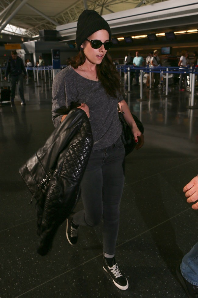 Kristen Stewart à l'aéroport de New-York le 30 mai 2012