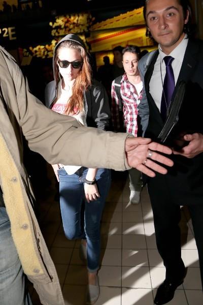 Kristen Stewart à l'aéroport Roissy Charles de Gaulle, le 26 septembre 2012.