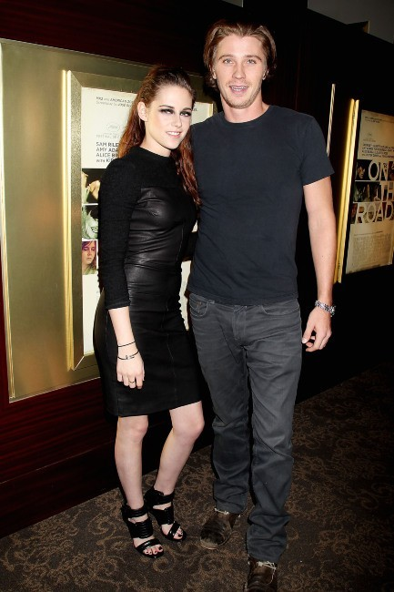 "Kristen Stewart et Garrett Hedlund en promo à New York pour le film ""On The Road"", le 8 novembre 2012."