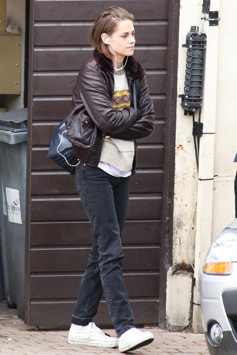 Kristen Stewart en tournage en région parisienne le 3 novembre 2015