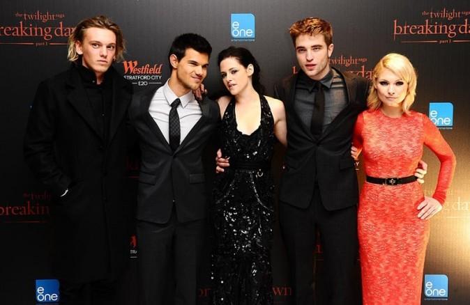 Une partie du cast de Twilight à la première de Révélations à Londres hier