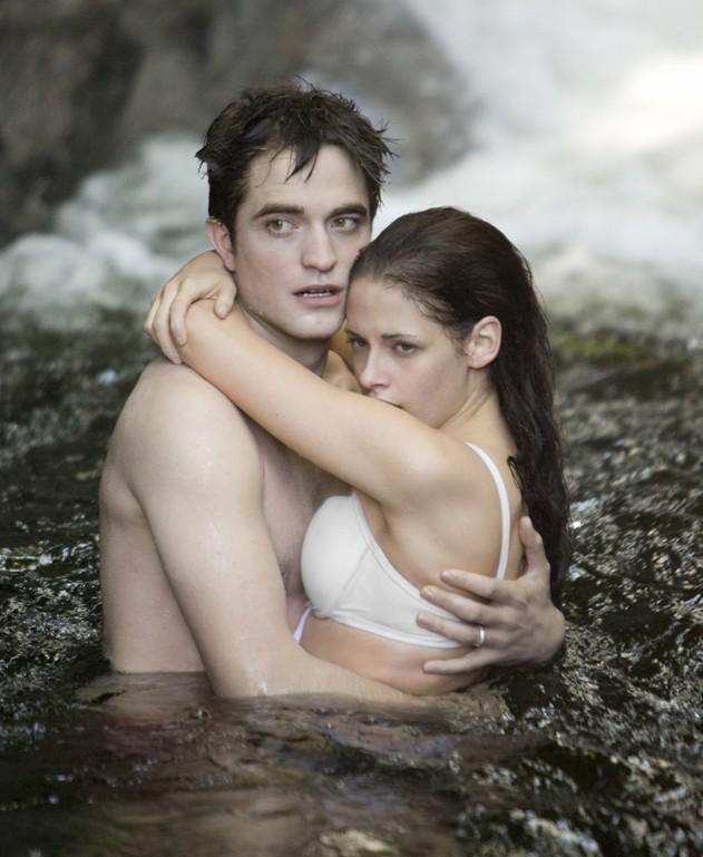 Deux amoureux tendrement enlacés ...