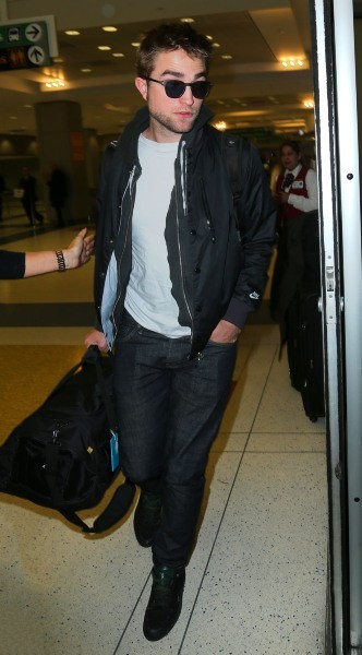 Robert Pattinson à l'aéroport JFK à New York, le 23 novembre 2012.