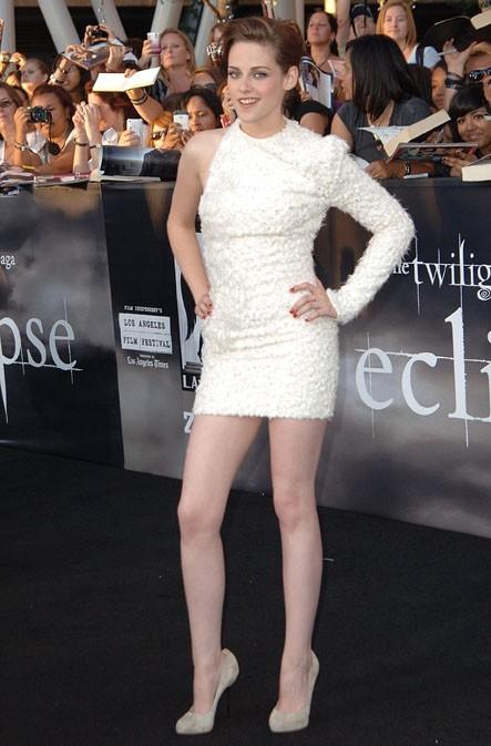 Elle aime montrer ses gambettes !
