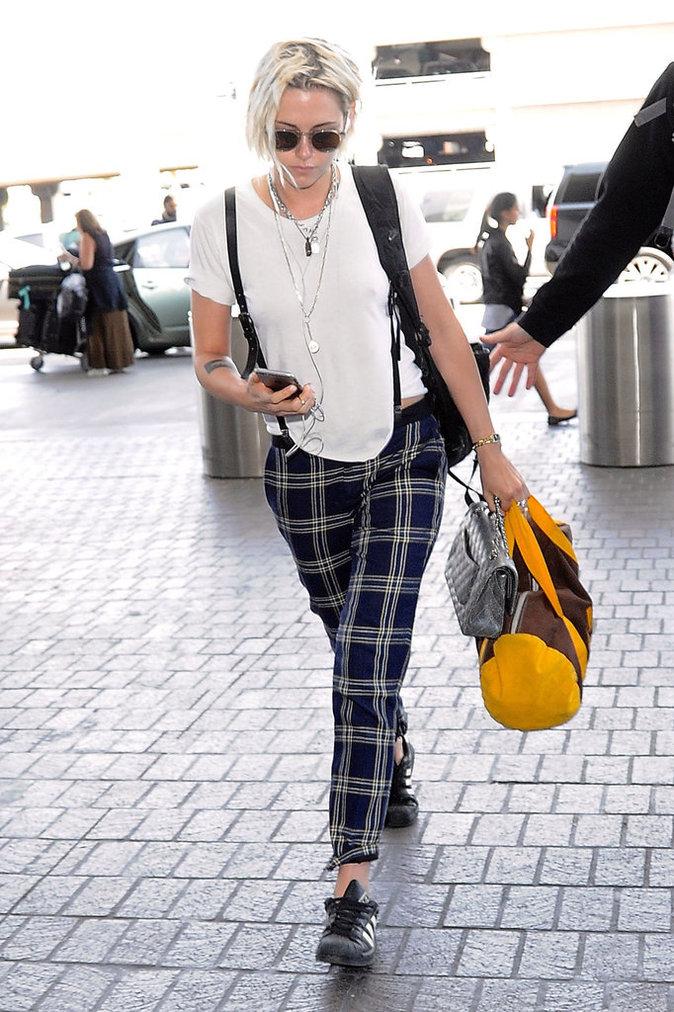 Kristen Stewart arrive à l'aéroport de LAX à Los Angeles pour prendre l'avion, le 8 mai 2016