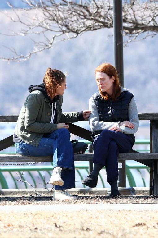 """Kristen Stewart et Julianne Moore sur le tournage de """"Still Alice"""" à New-York le 14 mars 2014"""