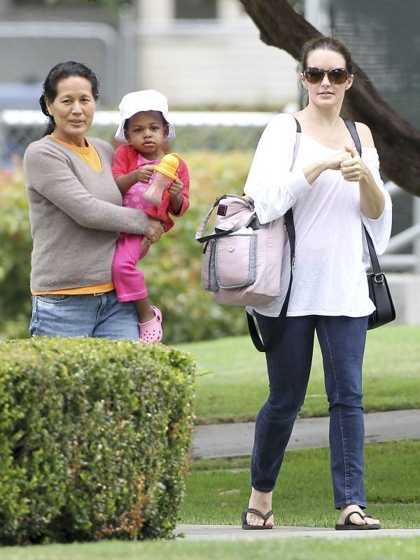 Kristin Davis et sa petite Gemma Rose le 9 juin 2013 dans un parc de Brentwood
