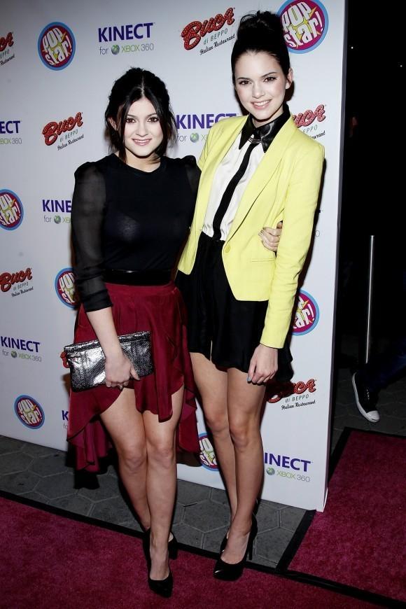 Kylie et Kendall Jenner lors de la soirée Popstar! Magazine Break-Through Artists of 2011, le 7 décembre 2011 à Los Angeles.