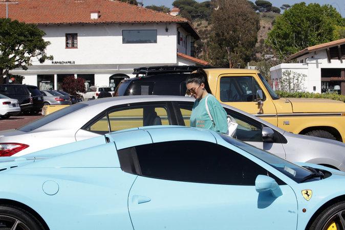 Photos : Kylie Jenner dans les bras de son nouveau mec !