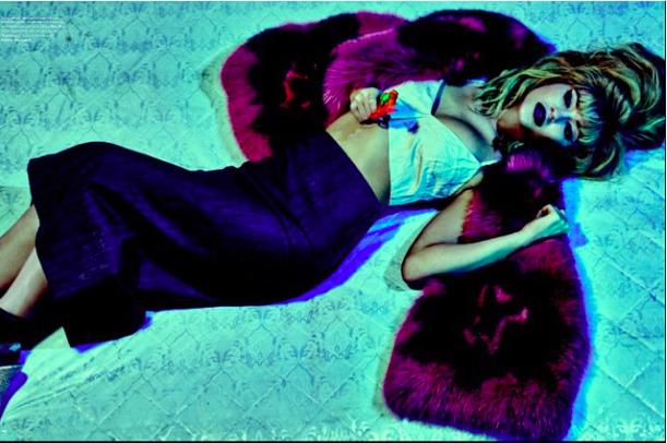 Kylie Jenner : en blonde, elle se la joue femme fatale !