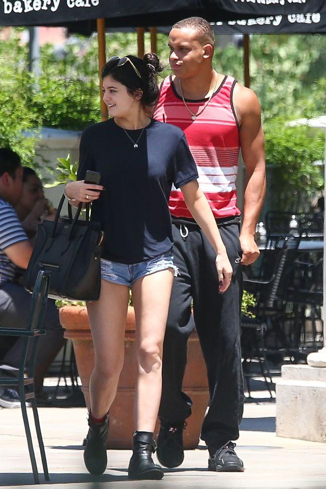 Kylie Jenner à Calabasas avec le supposé nouveau boyfriend de Kendall le 9 juillet 2013