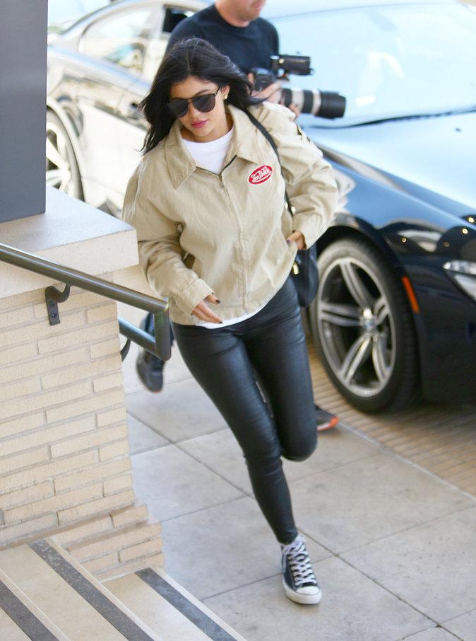Kylie dans les rue de Los Angeles