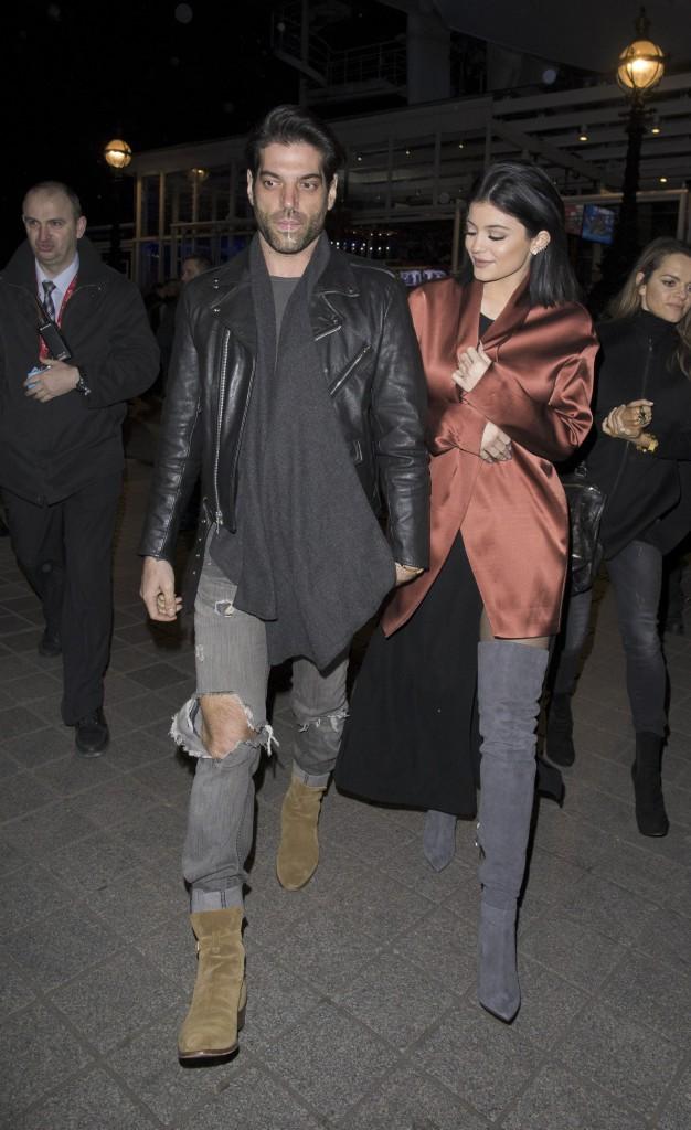 Photos : Kylie Jenner : imperfections masquées et look au top à Londres, Tyga lui déclare sa flamme !