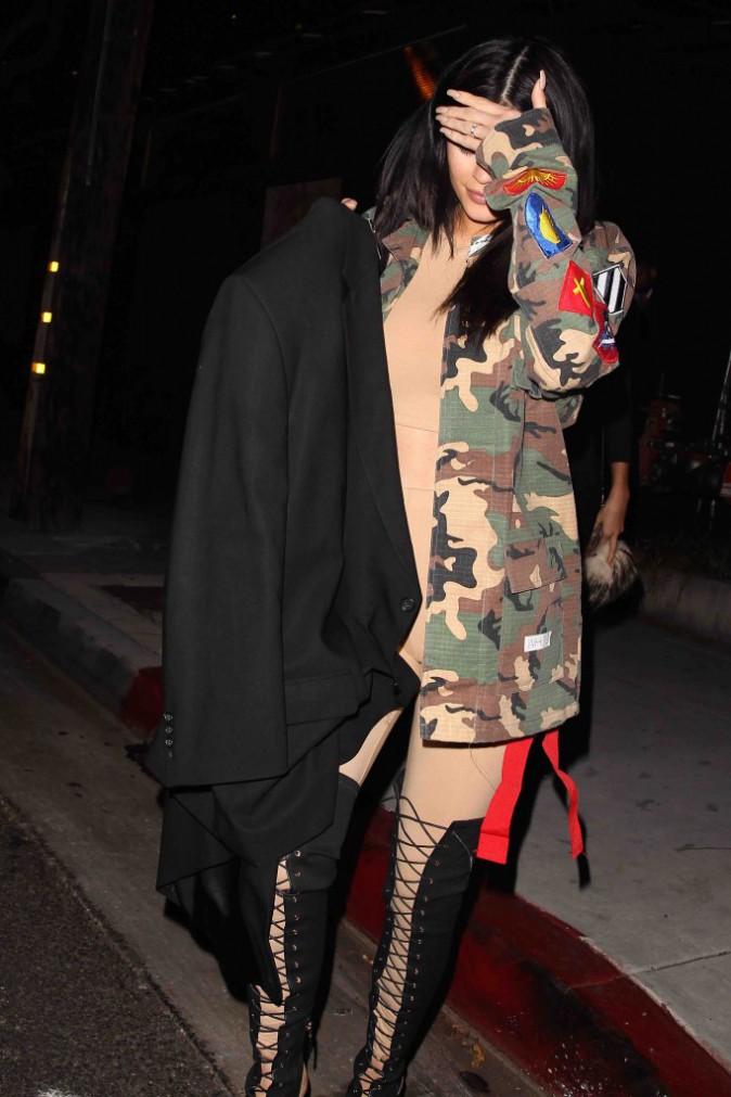 Kylie Jenner : mineure, elle ne rencontre aucun problème pour aller en boite !