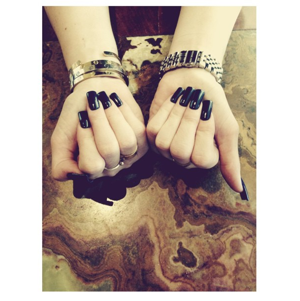 Kylie Jenner nous montre ses ongles !