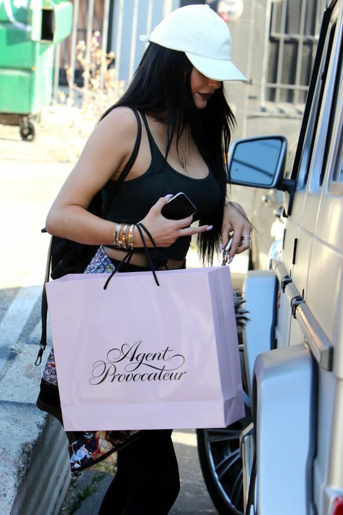 Photos : Kylie Jenner offre de la lingerie à Caitlyn pour la fête des pères !
