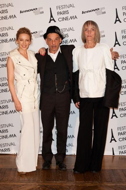Kylie Minogue, Denis Lavant et Édith Scob à la Mairie de Paris, le 28 juin 2012.