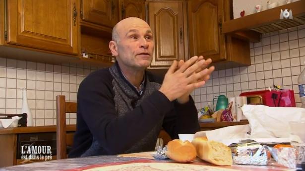 Didier demande à Géraldine s'il doit attendre d'être chez elle au Luxembourg pour pouvoir l'embrasser...
