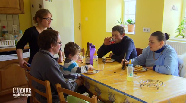 Eric a emmené Françoise manger chez son frère et sa belle-soeur