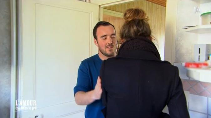 Benoît console Charlène qui pleure !