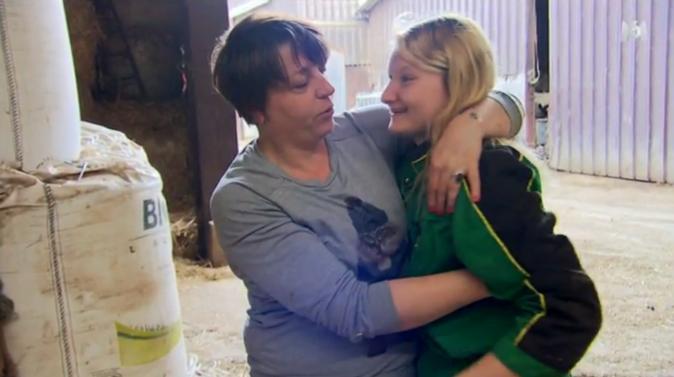Amandine, la fille de Bernard, s'est attachée à Isabelle, elle la trouve idéale pour son papa