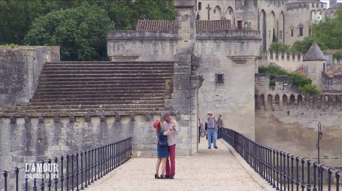 Direction le pont d'Avignon pour une petite danse !
