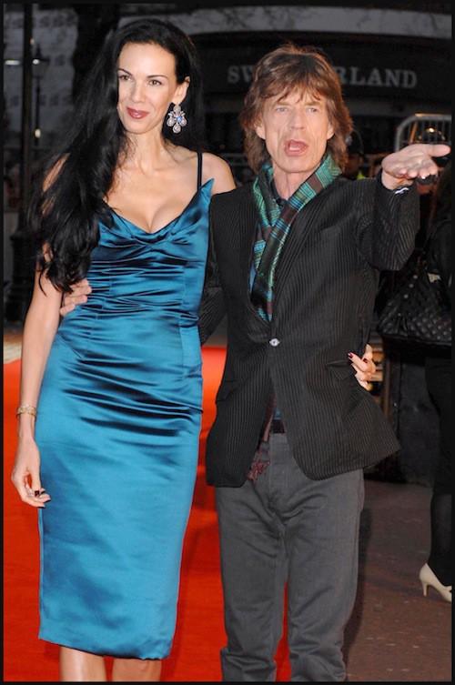 2008, à la première du documentaire sur les Rolling Stones, L'Wren Scott met en avant une silhouette parfaite à Londres