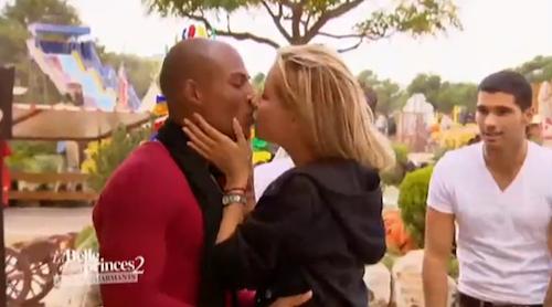 Le baiser entre Nelly et Florian