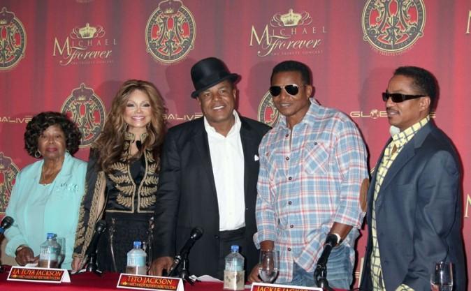 Katherine, La Toya, Tito, Jackie et Marlon Jackson réunis pour parler du concert hommage ...
